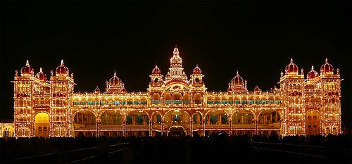 Mysore_palace_illuminated.jpg